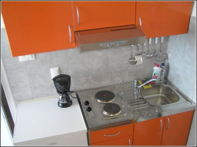 1B kitchenette